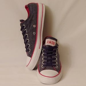 Converse Chuck Taylor Low-Tops. Unisex
